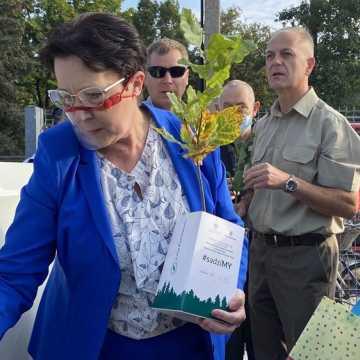 Poseł Anna Milczanowska rozdawała sadzonki z autografem pary prezydenckiej