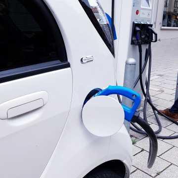 Elektromobilność dla Radomska. Wypełnij ankietę!