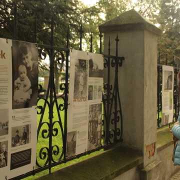 Piotrków Tryb.: plenerowa wystawa o życiu Karola Wojtyły