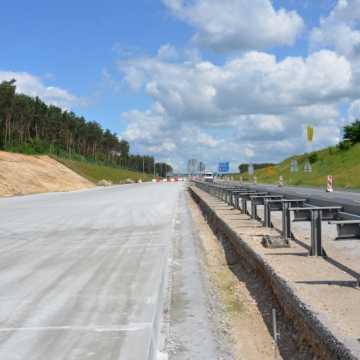 Układanie betonu na A1 coraz bardziej zaawansowane