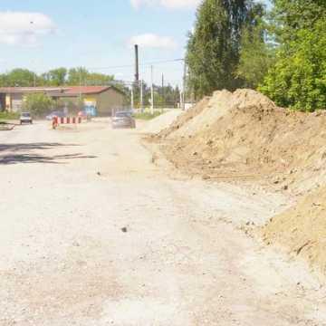 Jak postępują prace przy przebudowie ul. Św. Rozalii w Radomsku?