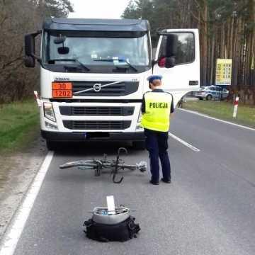 [AKTUALIZACJA] Śmiertelny wypadek w Przedborzu. Nie żyje rowerzysta